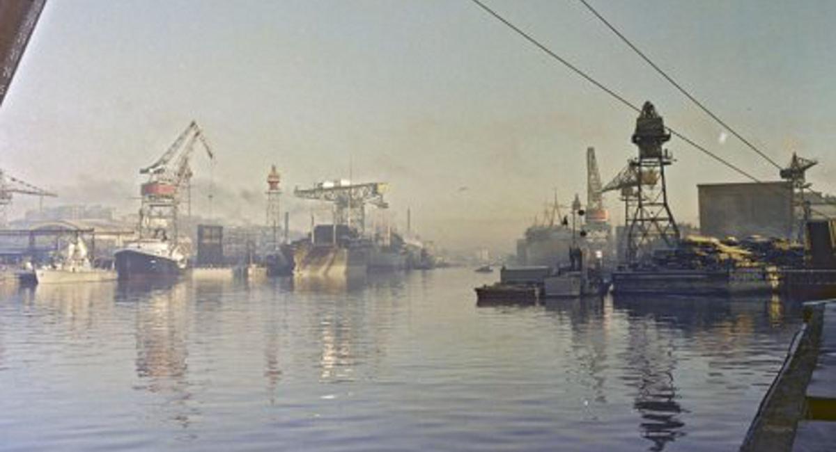Laivoja rakentamassa
